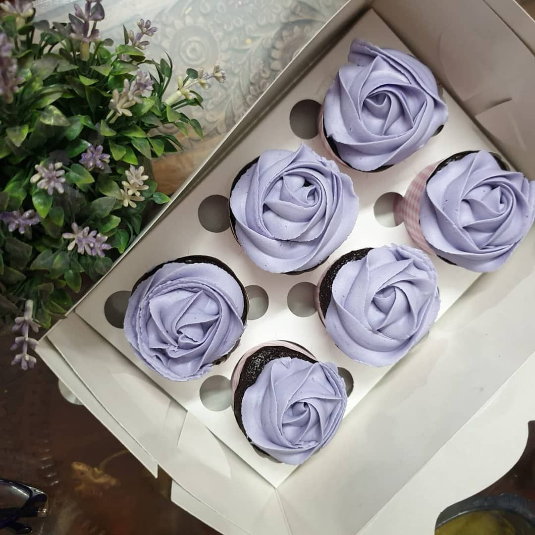 These lavender beauties taste as good as they look.. 💜 @thegreatescake2