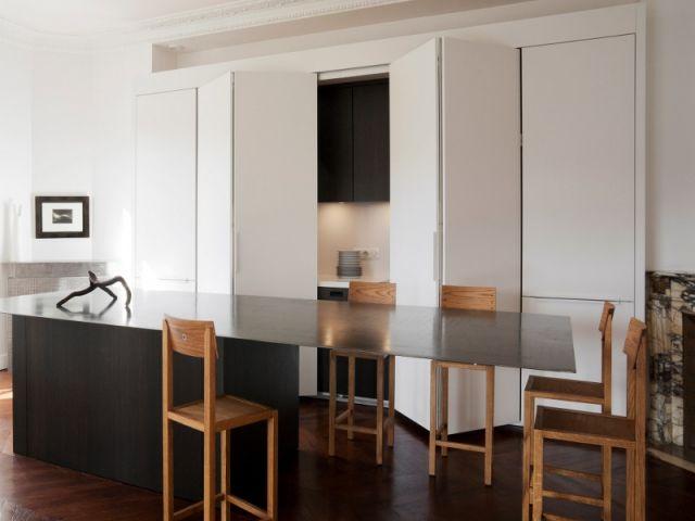 une cuisine sur mesure qui joue cache cache cuisine. Black Bedroom Furniture Sets. Home Design Ideas