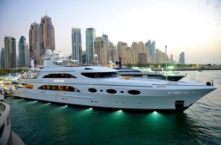 Living The Dream 26 Photos Suburban Men Dubai City Visit Dubai Boats Luxury