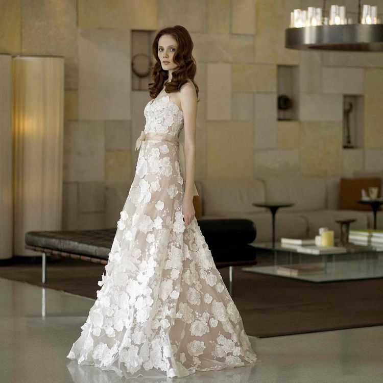 The 9 Best Selling Wedding Dresses Of All Time In 2020 Wedding Dresses Wedding Dresses Strapless Wedding Dresses Lace