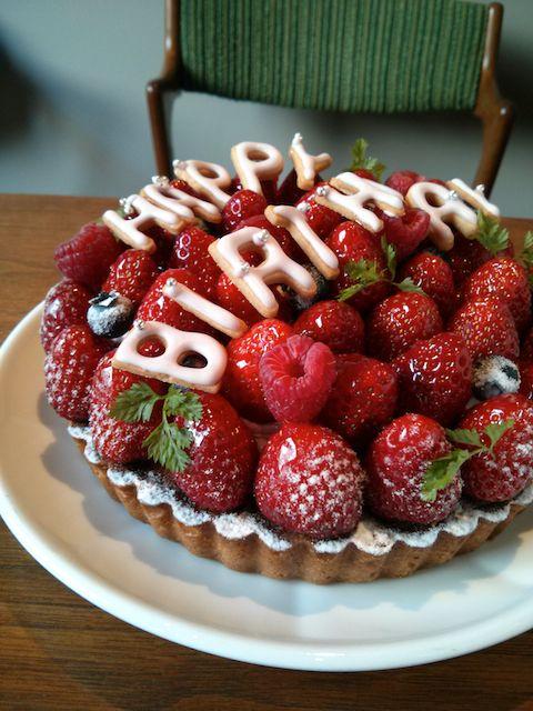 Happy Birthday Strawberry Tart φ15cm Of Raspberry Flavor