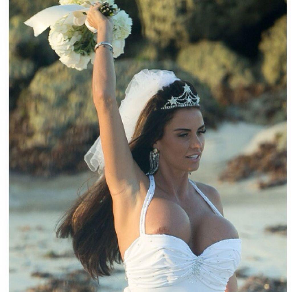 Pin Oleh Jooana Di Wedding Ideas For You Boobs Dresses Dan Wedding