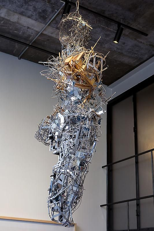 Lee Bul. Infinite Starburst of Your Cold Dark Eyes, 2009. Stainless steel, mirror, aluminum, copper, crystal, wood, nickel-chrome wire, plastic, acrylic, 192.5 x 82 x 54 cm.