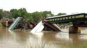 Paquistán reporta 19 muertos en accidente de tren en Punjab