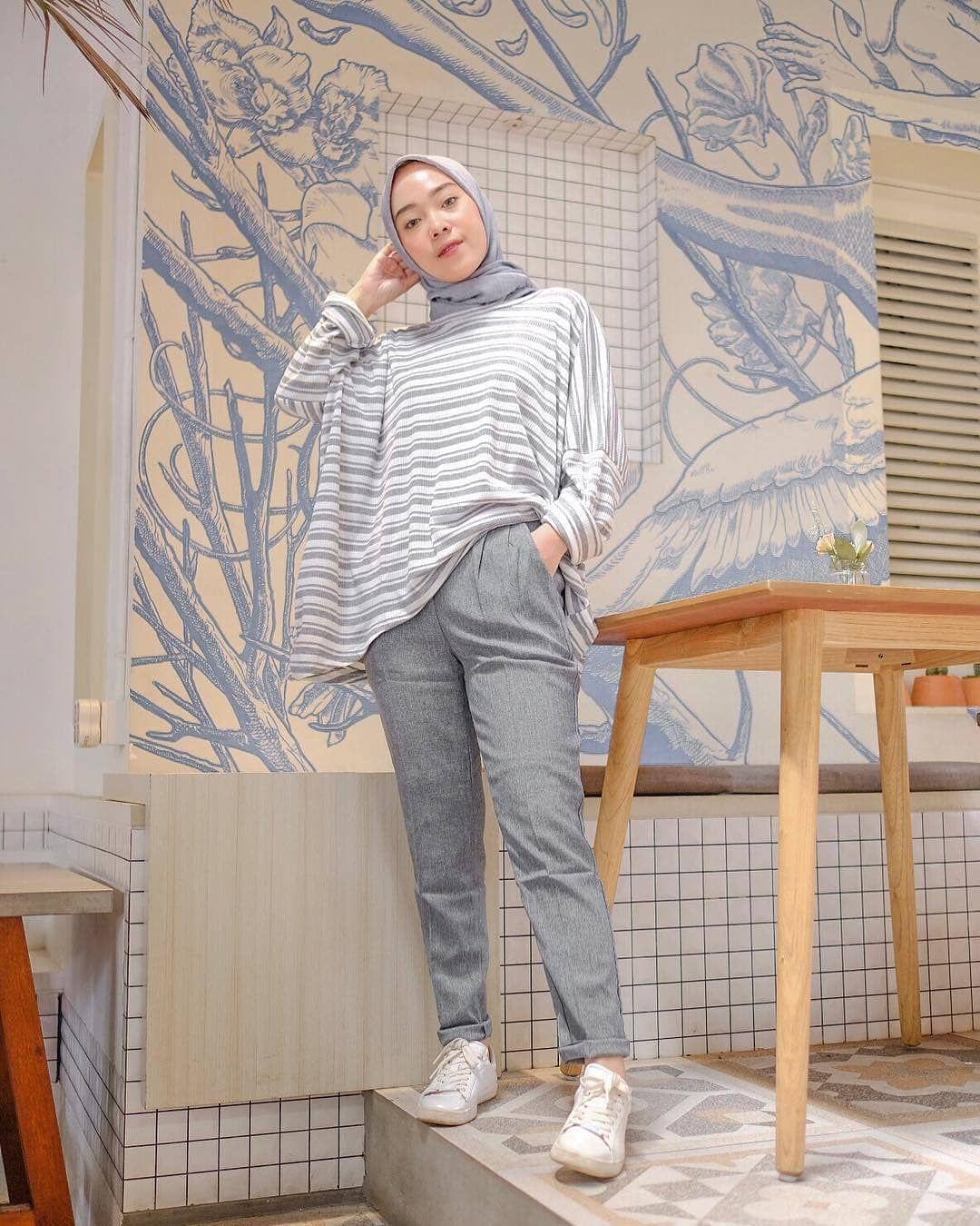 Pin Oleh Ym Di Hijab Style Model Pakaian Remaja Wanita Model Pakaian Model Pakaian Remaja
