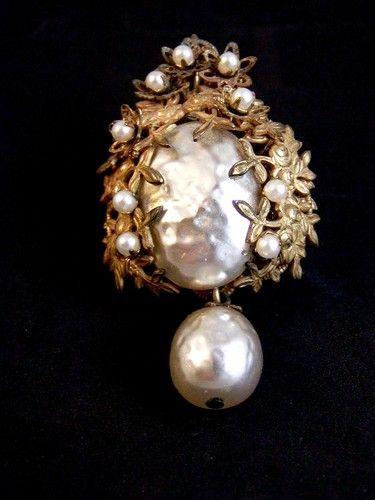 Vintage Miriam Haskell Baroque Pearl s Gold Tone Brooch | eBay