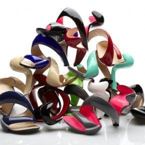 A shoe shaped like a curlique...interesting!