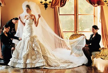 Top 10 Most Expensive Wedding Dresses Http Gazettereview Com 2015 08 Top 10 Most Expensive Wedding Dress Expensive Wedding Dress Celebrity Wedding Dresses