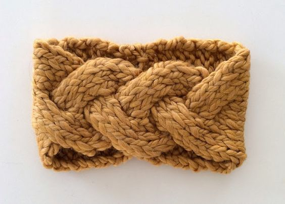 Knit your own Top Braided Headband! Free pattern. #knitheadbandpattern