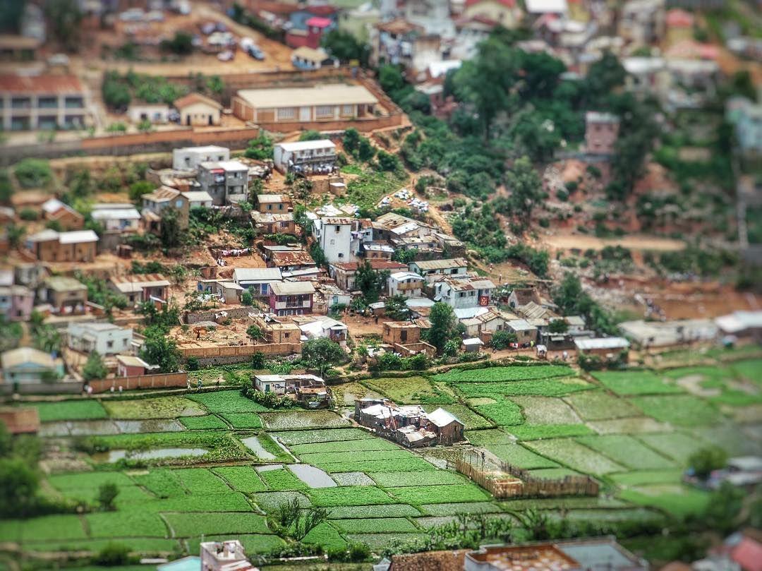 La vie en tout petit Tananarive Madagascar  #landscape #bestview #horizon #birdview #madagascar #igersmadagascar #igworldclub #ig_photooftheday #instagood #photooftheday #beautiful #instadaily #art #amazing #bestoftheday #travel #instago #all_shots #trip #travelgram #instatravel #traveling #travelling #tourism #travelingram #igtravel #mytravelgram #instatraveling #instapassport #visiting