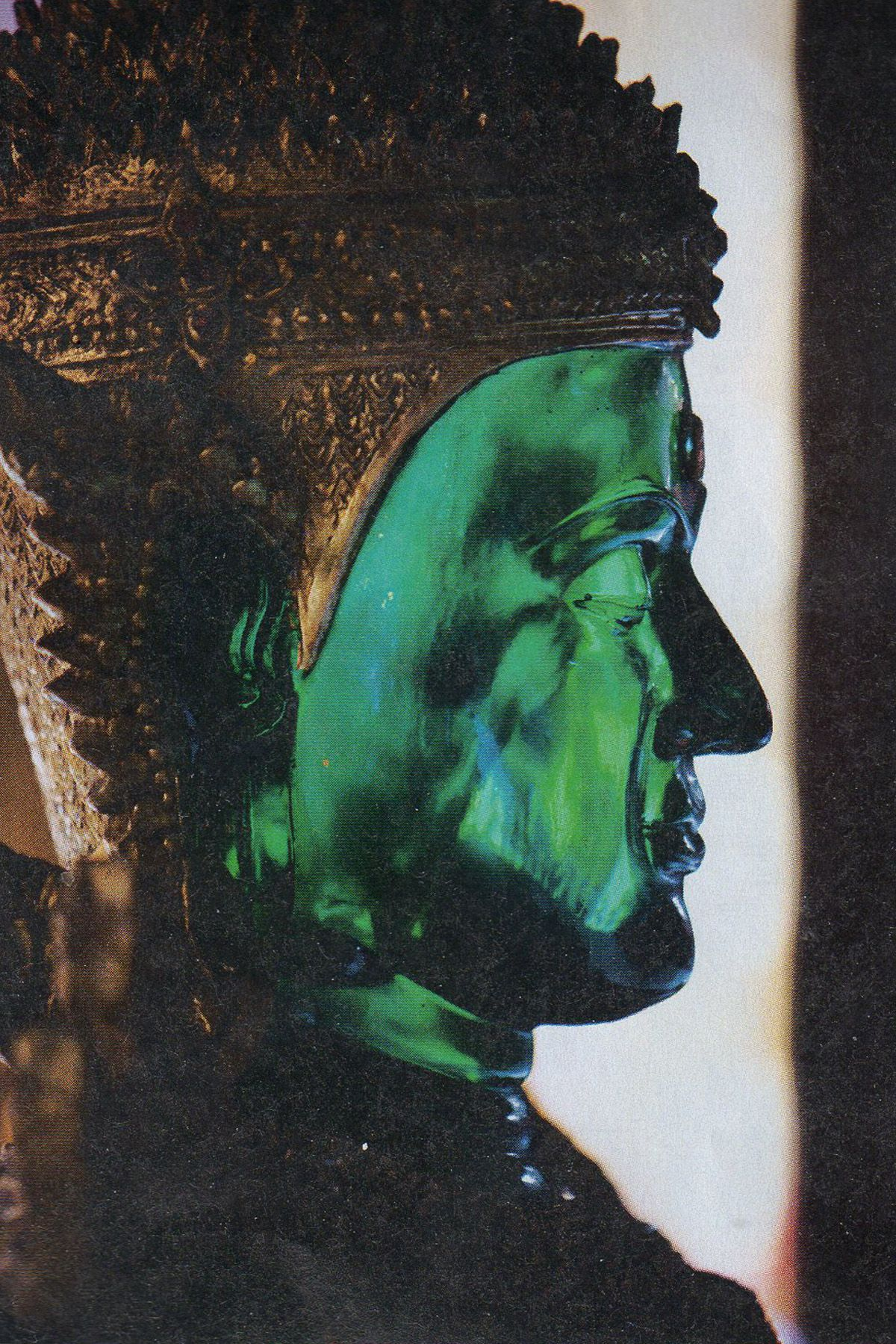 Emerald Buddha statue in Bangkoks Wat Phra Kaeo.