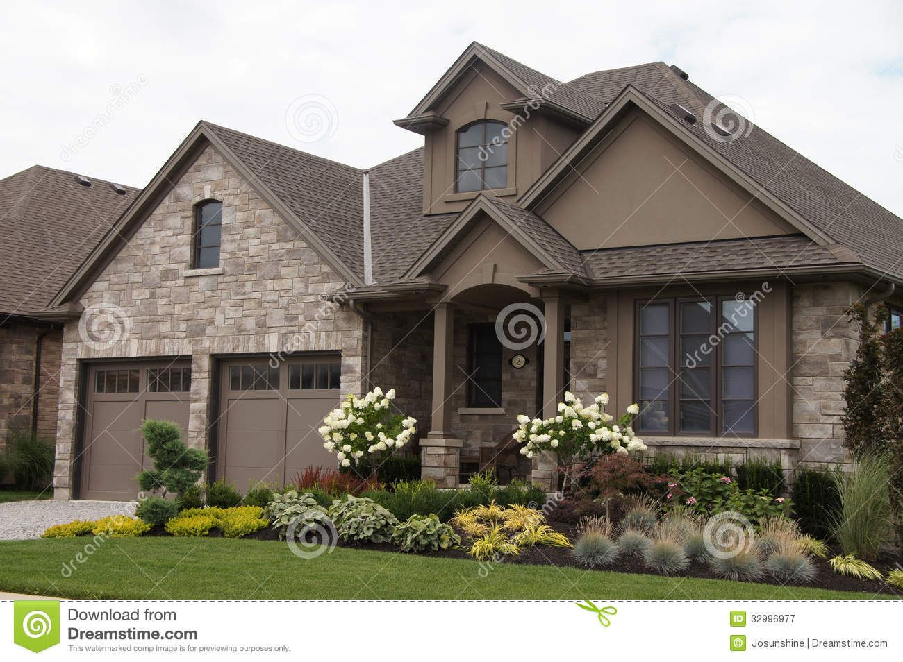 Stucco homes stucco stone house pretty garden royalty for Stone and brick home designs