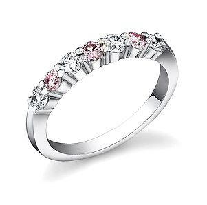 http://www.takaradiamonds.com/images/pink_diamonds/pink_diamond_ring_637_409tb.jpg