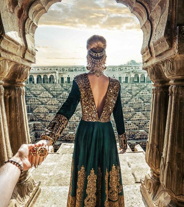 Guy Who Follows His Girlfriend Around The World Goes To India - Guy photographs his girlfriend as they travel the world