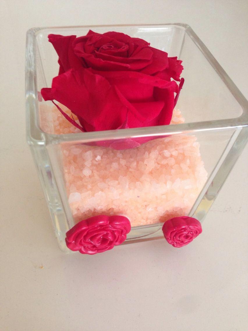 Vado con rosa essiccata e decorazioni in fimo