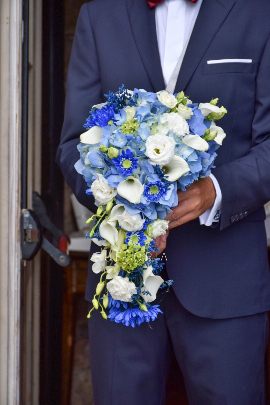 Blue falling bouquet | Bouquet, Ortensie