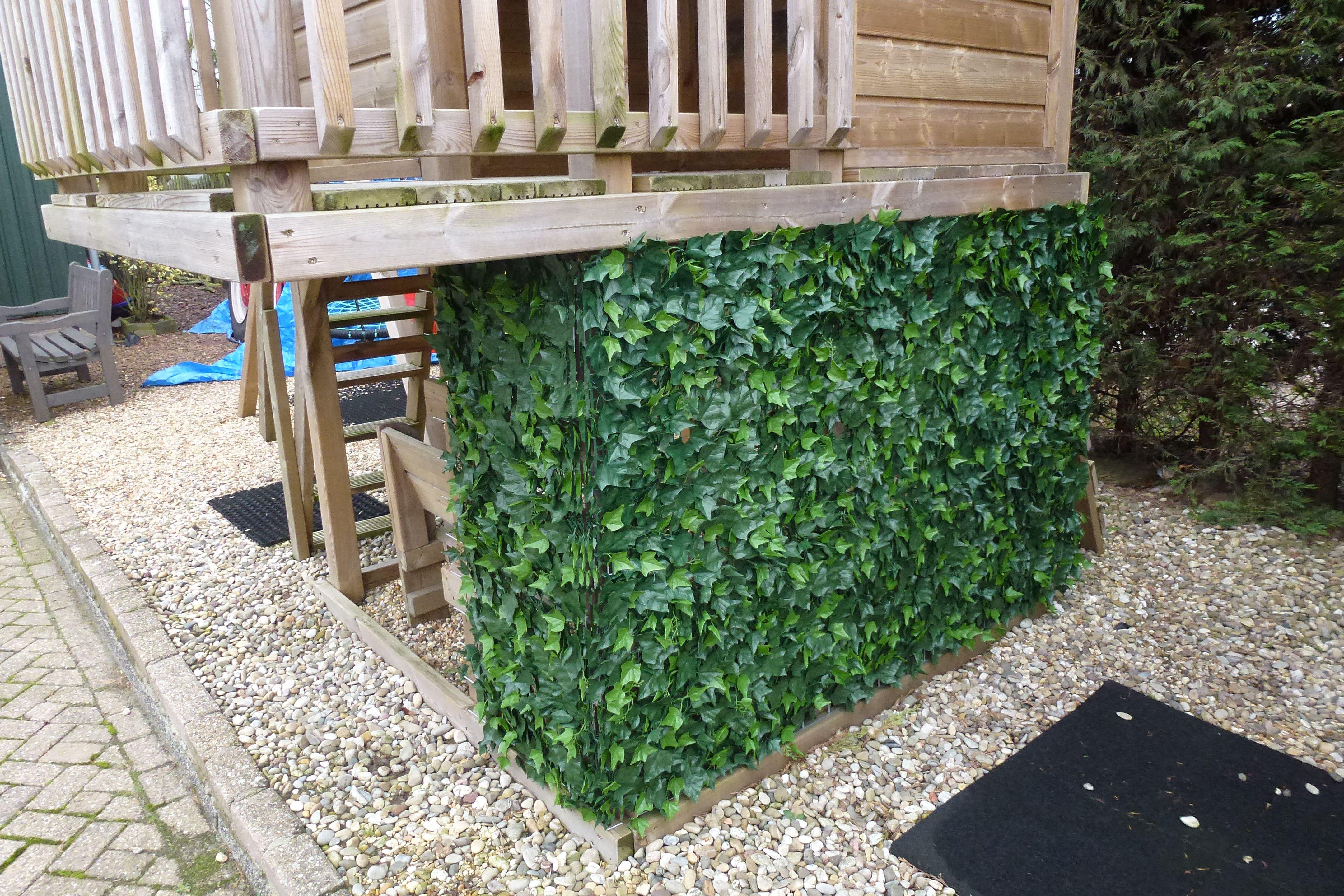 Maak van de speeltoren een boomhut met kunsthaag van
