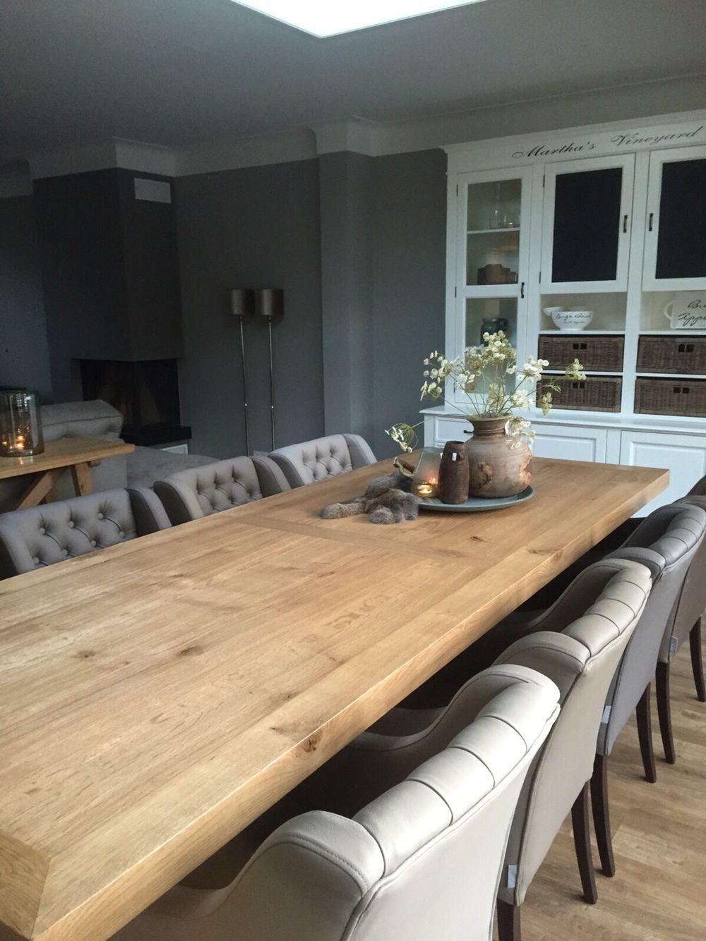 Doorkijk van keuken naar woonkamer. Advies door MaisonManon.