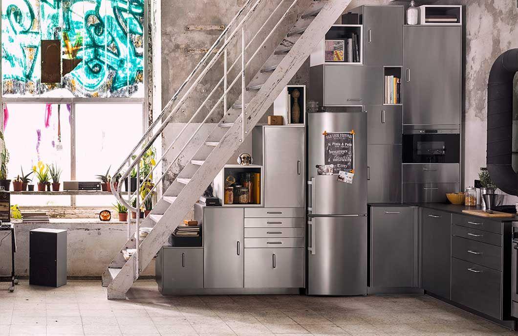 deine metod k che edelstahl direkt unter der treppe verbaut k che pinterest k che. Black Bedroom Furniture Sets. Home Design Ideas