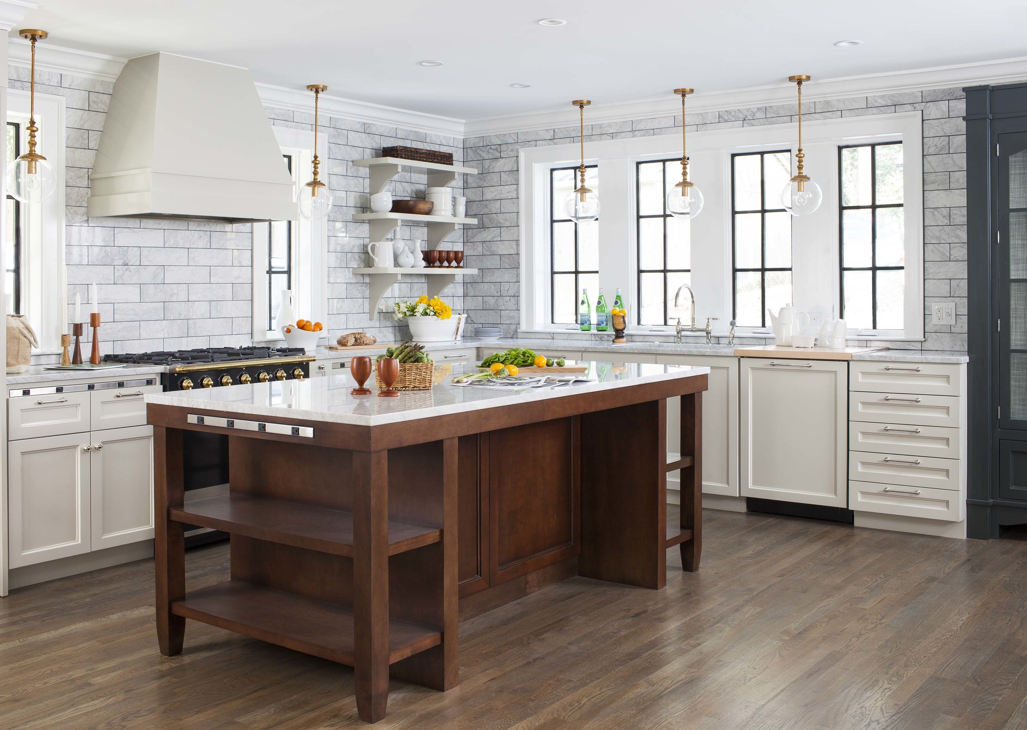 A Small Kitchen Becomes a Spacious and Modern Oasis | Diseño cocinas ...