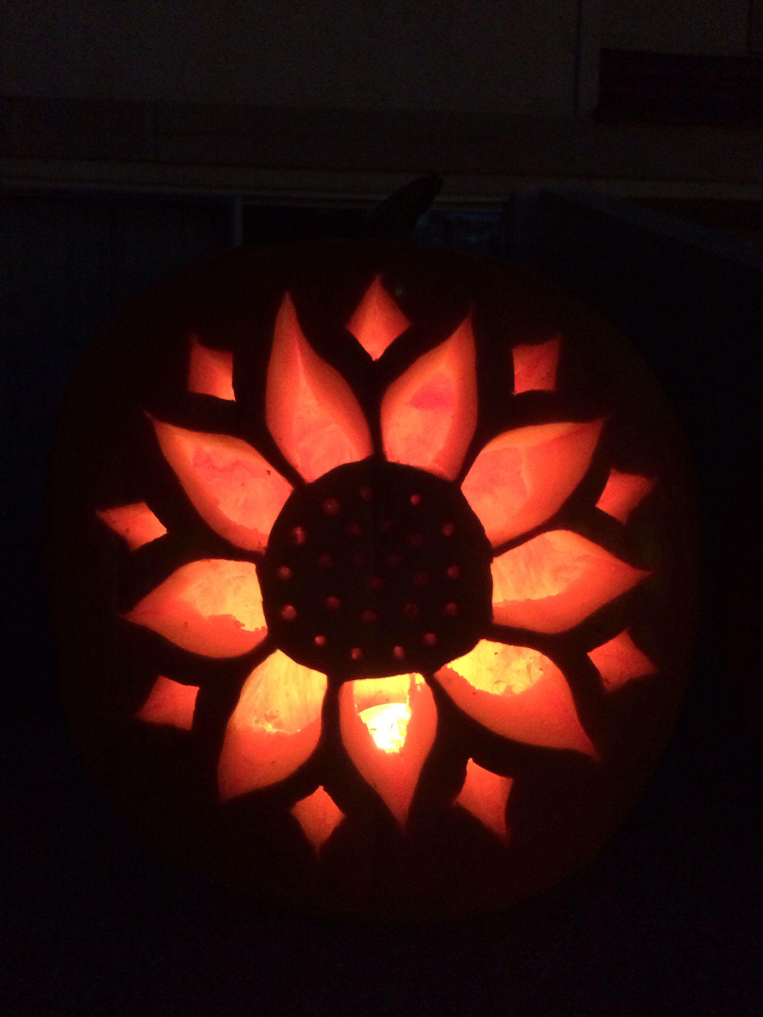 pumpkin template flower  Sunflower pumpkin carving   Pumpkin carving, Halloween ...