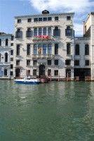 Hoe cool is dit.. paleis  'Palazzo Querini Dubois'' in Venetie. Congrescentrum, geschikt om er een hotel van te maken. Mooi hoor!