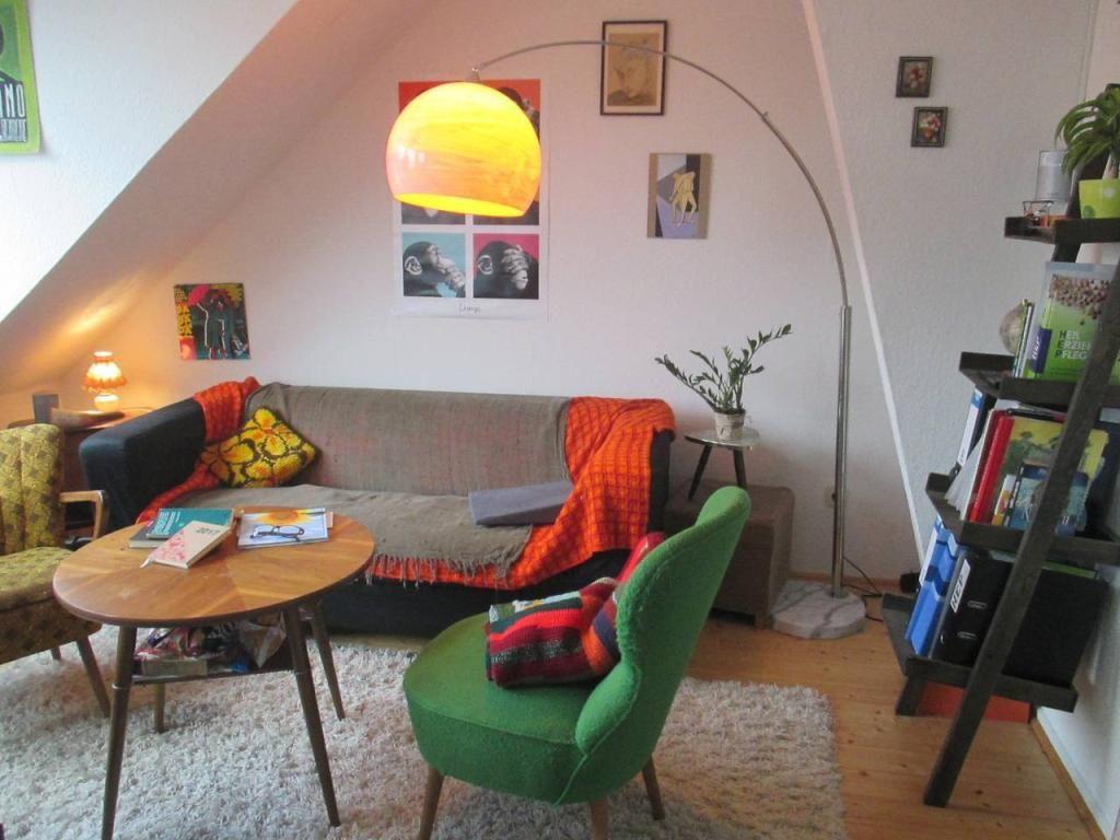 Mini Wohnzimmer ~ Wohnzimmer im vintage style mit mini ohrensessel und vintage lampe