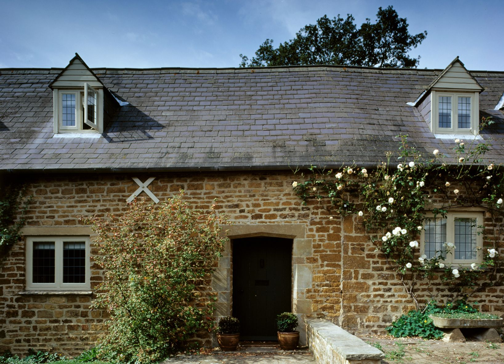Cosy country cottage front exterior http://www.architect-yourhome.com/