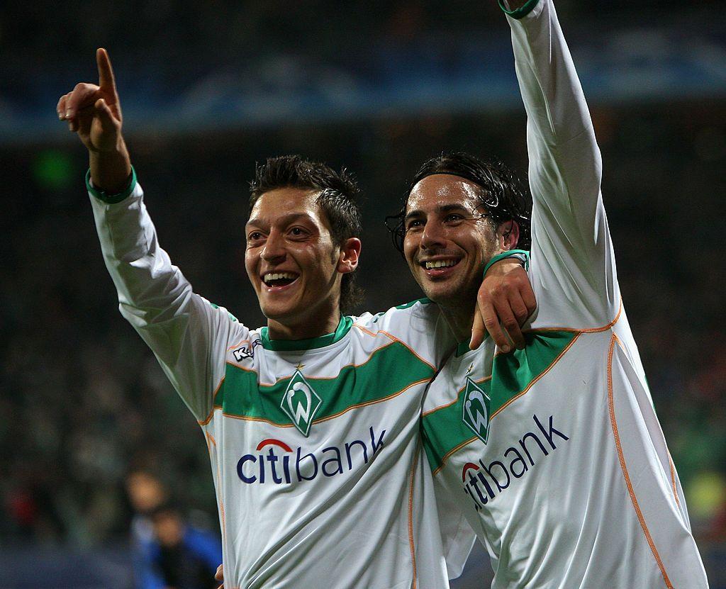 Bremen Germany December 09 Claudio Pizarro Of Bremen R Celebrates Scoring His Goal With Mesut Oezil During The U Bremen Uefa Champions League Mesut Ozil