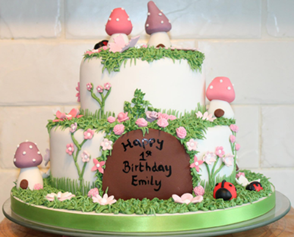 Enchanted Garden 1st birthday cake. Oh to be 1 again ...