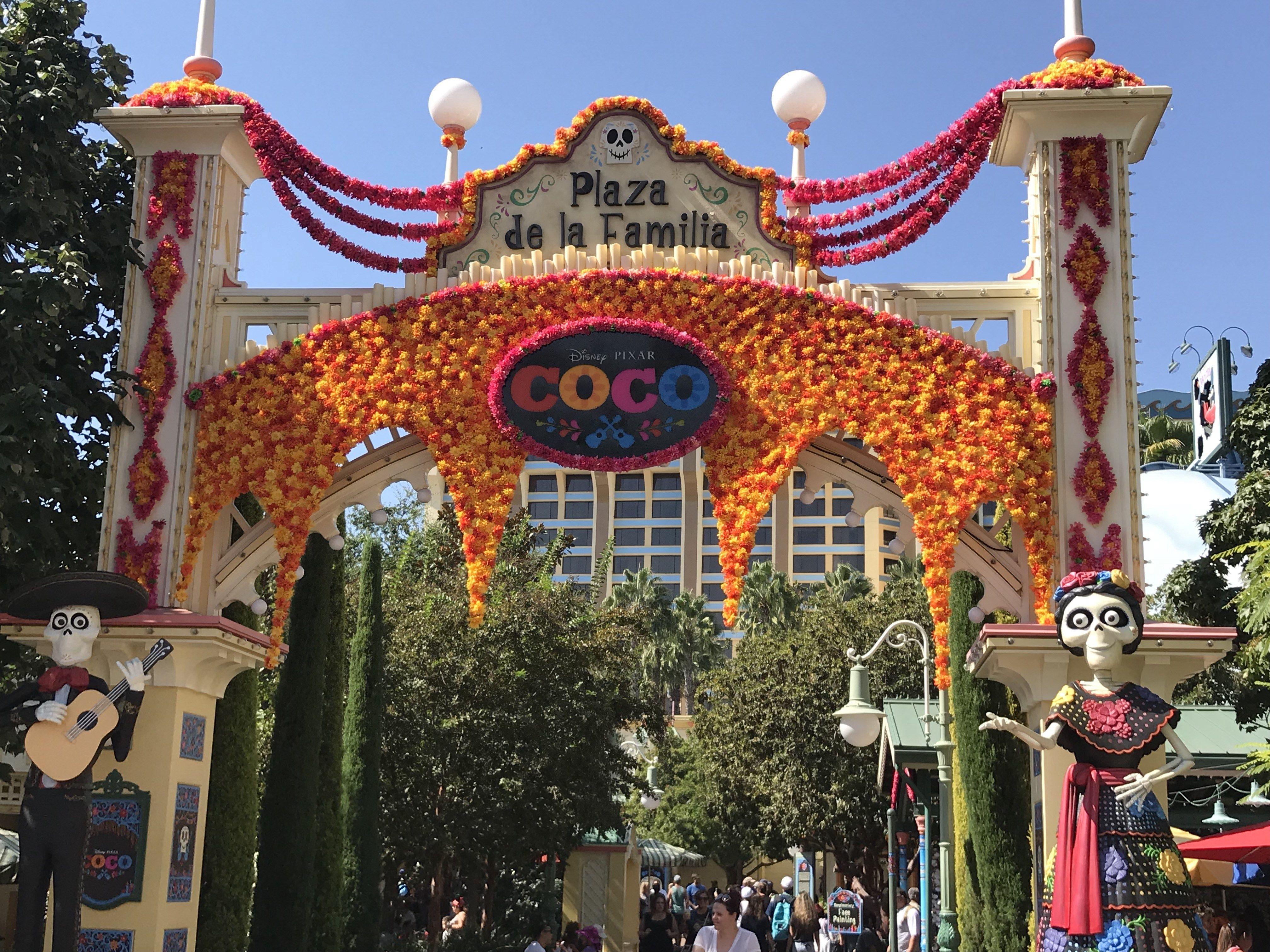 Diy Disney Pixar Coco Themed Party Ideas With Images Disney Diy