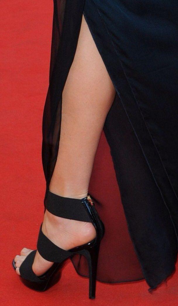Michelle Trachtenberg's High Heels ...XoXo