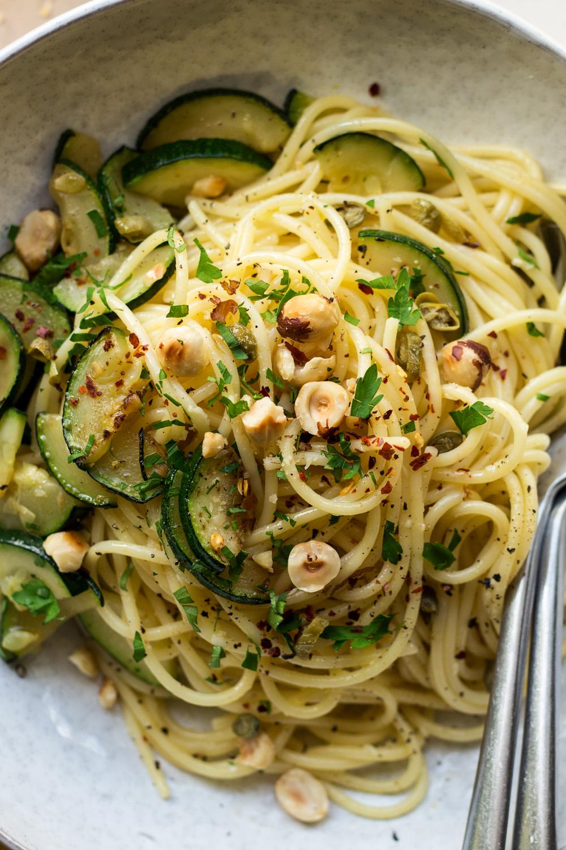 Spaghetti aglio e olio | Recipe | Olio recipe, Pasta aglio ...