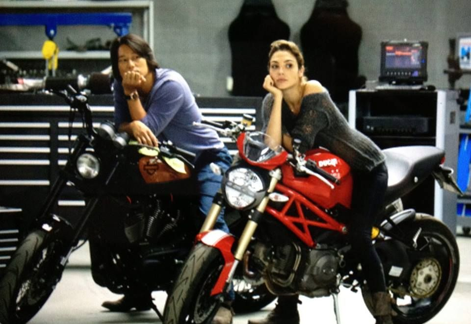gal gadot fast and furious 6 photos on bikes with sung
