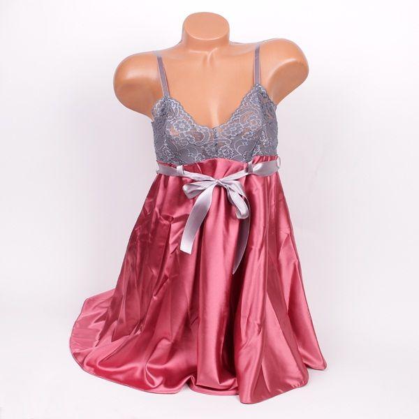 Нощница от сатен в пепелно розов цвят и мека сива дантела на бюста. Презрамките са тънки в сив цвят, а под бюста има сива панделка, която придавана нощницата чар и стил