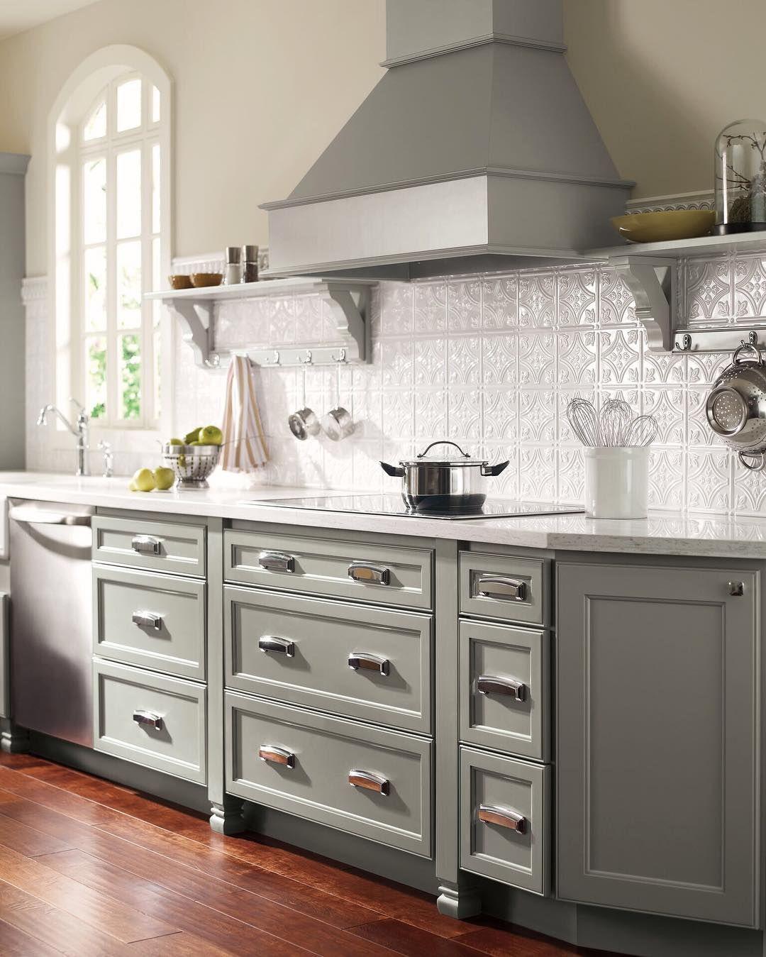 Loving This Color Scheme Simslohman Homecrest Masterbrands Kitchendesign Kitchenremodel In 2020