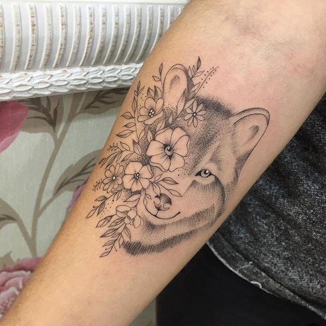 Lobinho Em Flores At Gabiink Tatuagem Feminina Braço