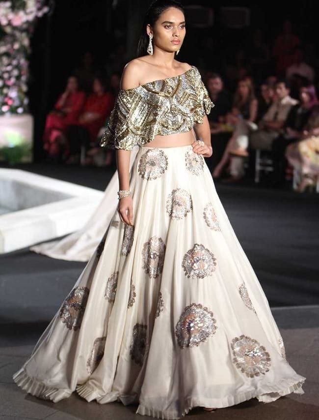 84d30e95dc4 71 Mind-Boggling Lehenga Designs That Will Make Your Day! - LooksGud.in