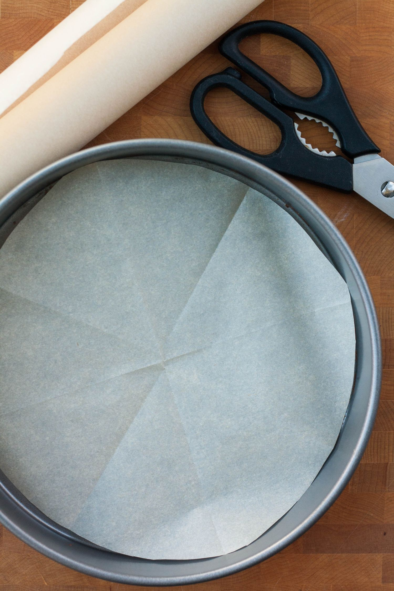 How To Line A Round Cake Pan With Parchment Cake Making