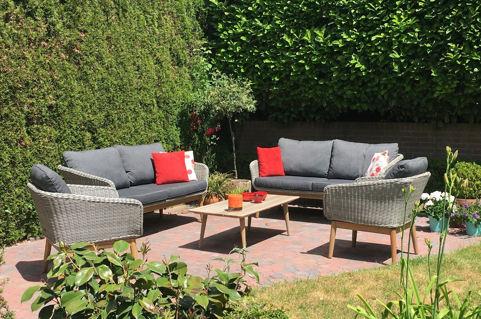 Wicker Loungeset Met Een Rough Bijzettafel Lounge Sofa Lounge