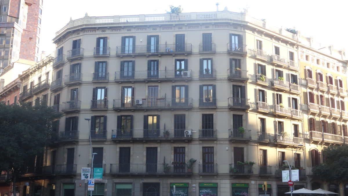 Este piso en el corazón de Barcelona tiene 175m2, para reformar con ...