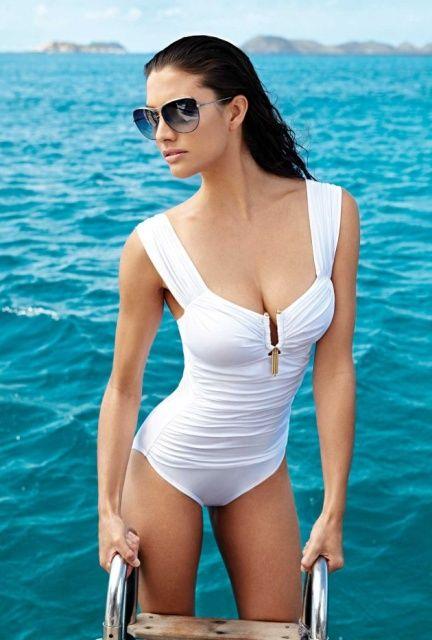 South African Model Lauren Mellor Ladies Loving The Sun