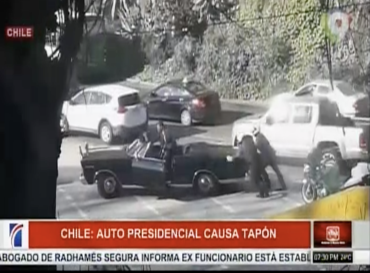 El Auto Oficial De La Presidenta De Chile Que Quedó Accidentado Y Ocasiona Colapso Del Tráfico