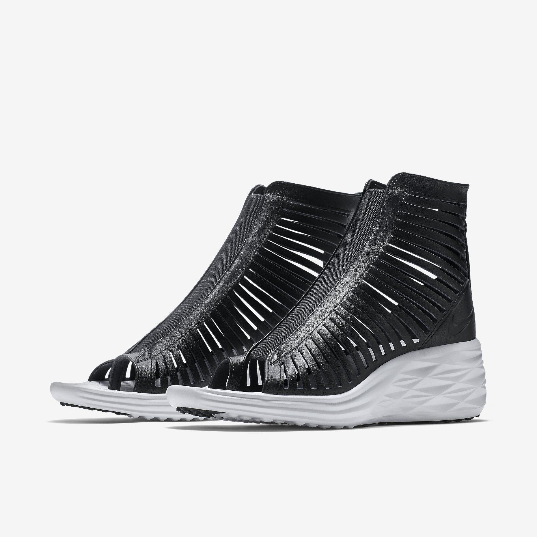 Nike Lunarsandiator Sky Hi Women's Shoe. Nike Store