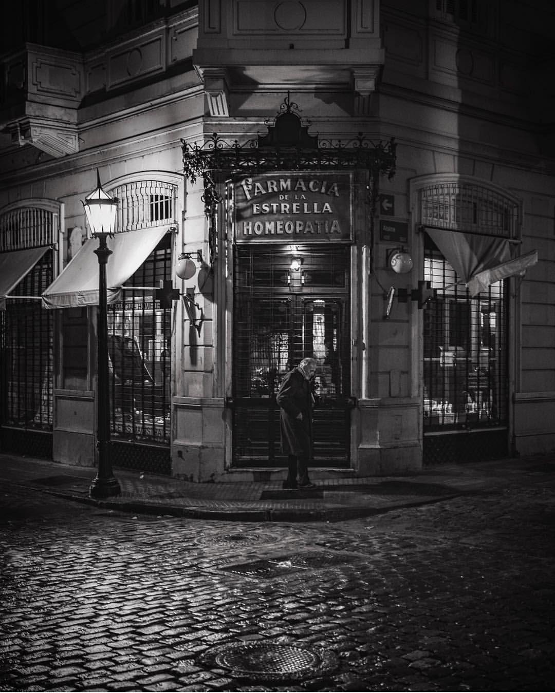 """603 Me gusta, 5 comentarios - Visto En Buenos Aires (@visto_en_buenosaires) en Instagram: """"Una cosa es hacerle una foto actual a un edificio histórico, como es este caso de una de las…"""""""