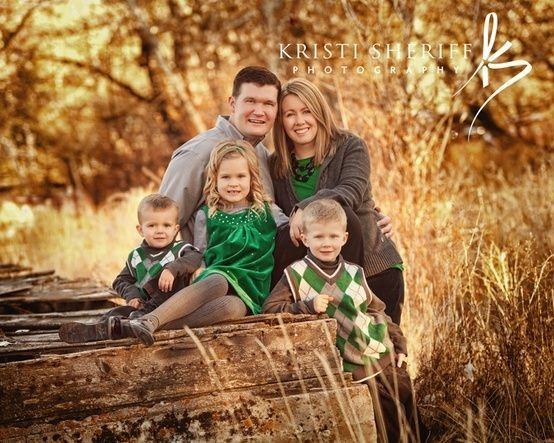 Christmas Outdoor Family Photography Poses