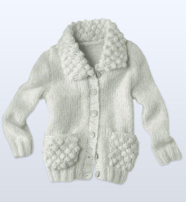 Modèle gilet uni jersey fille : du jersey et de l'uni pour ce petit gilet fermé par 6 boutons de 18 mm. On adore le détail mode du modèle : son col et ses poches en point d'astrakan.