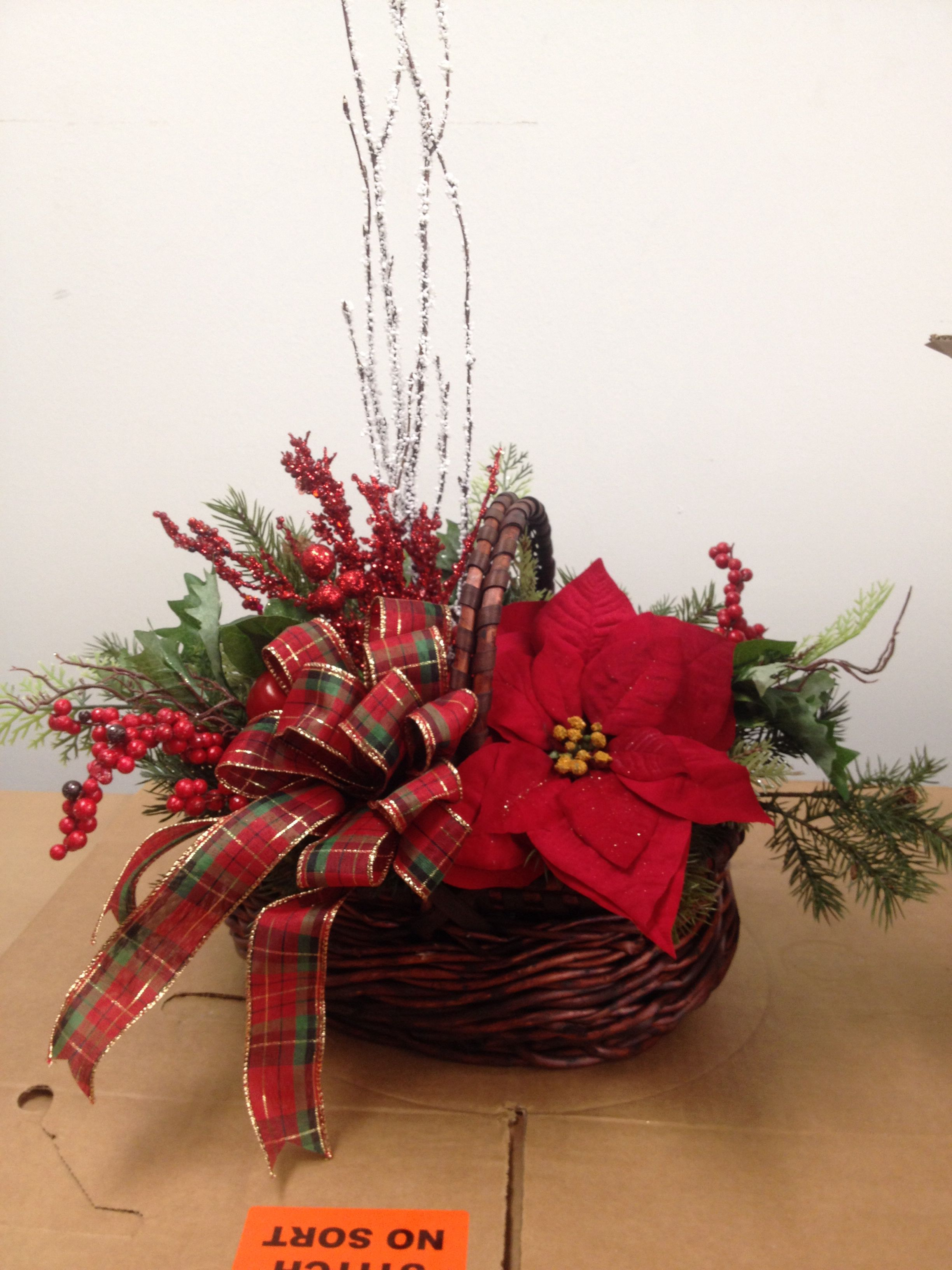 Christmas Basket Christmas Centerpieces Diy Christmas Flower Arrangements Christmas Centerpieces