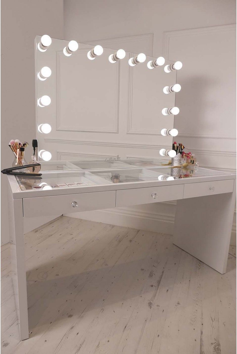 Diy vanity mirror with lights for bathroom and makeup station hogar diy vanity mirror with lights for bathroom and makeup station aloadofball Gallery