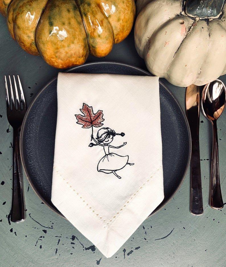 Autumn Leaf Girl Cloth Dinner Napkins, thanksgiving napkins, thanksgiving cloth napkins, leaf napkins, leaves napkins, autumn leaves #clothnapkins